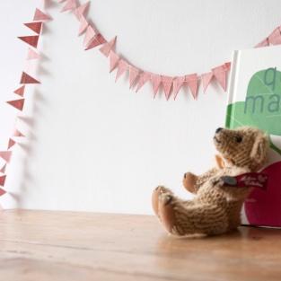 パーティーの飾り付けに大活躍しれくれるガーランド。でも、こんな風にいつものお部屋に取り入れてもとっても素敵なんですよ。 ☆ ガーランド http://goo.gl/S4KCqg クリスマスまであと18日...