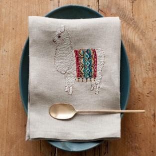 素敵にセッティングされたテーブルにこんなティータオルが置かれていたら思わず微笑んでしまいそう。可愛い動物が刺繍されたCoral&Tuskのティータオルは特別なシーンにおすすめのアイテムです。 ☆ コーラルアンドタスク ティータオル http://goo.gl/jqs9iK クリスマスまであと11日...