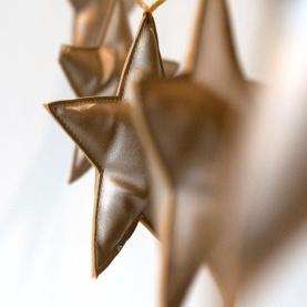 うきうきした気持ちを運んでくれるNUMERO 74のスターガーランド。お部屋にアレンジしやすいニュアンスカラーがうれしいですね! ☆ NUMERO 74 Mini Star Garland スターガーランド http://goo.gl/vZ47wX クリスマスまであと2日...