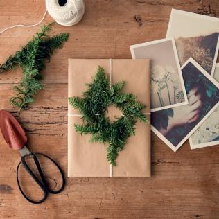 贈る人の顔をおもいながら、ひとつひとつ贈りものを包む時間。 とてもやさしくて、あたたかい気持ちになれる時間です。 ◇HUBSCH SCISSORS https://goo.gl/spGmtD クリスマスまであと7日...
