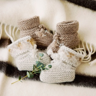 ふんわりあったか、赤ちゃんの小さな足を包んでくれるブーティ。 この季節ならではの贈り物。 ◇BONPOINT ブーティ http://bit.ly/2hfPlTu http://bit.ly/2hKukiw ◇WOOLRICH ブランケット http://bit.ly/2h54ZMf 明日はクリスマスイブ!クリスマスまであと2日...